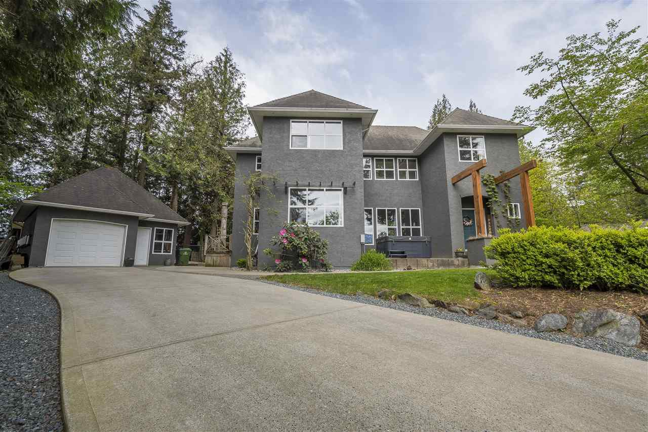 Main Photo: 10000 EAGLE Crescent in Chilliwack: Little Mountain House for sale : MLS®# R2365163