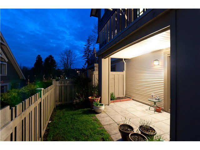 """Main Photo: 25 1362 PURCELL Drive in Coquitlam: Westwood Plateau Townhouse for sale in """"WHITETAIL LANE"""" : MLS®# V955891"""