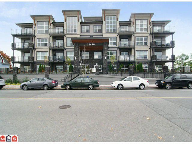 Main Photo: 309 20630 Douglas Crescent in Langley: Langley City Condo for sale : MLS®# F1301465