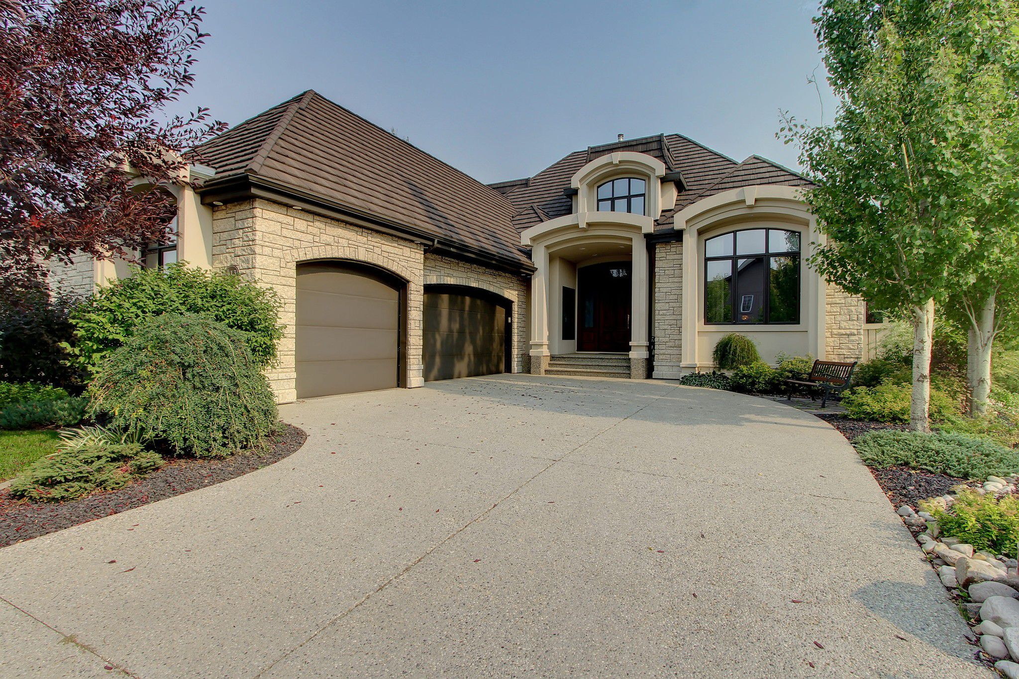 Main Photo: 413 Caldwell Place in Edmonton: House for sale