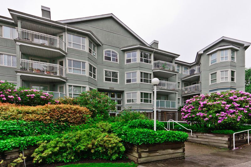 Main Photo: 203 13955 Laurel Drive in Surrey: Central Condo for sale : MLS®# F1213425