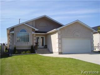 Main Photo: 128 Park Place in Winnipeg: River Heights / Tuxedo / Linden Woods Single Family Detached for sale (South Winnipeg)  : MLS®# 1110945