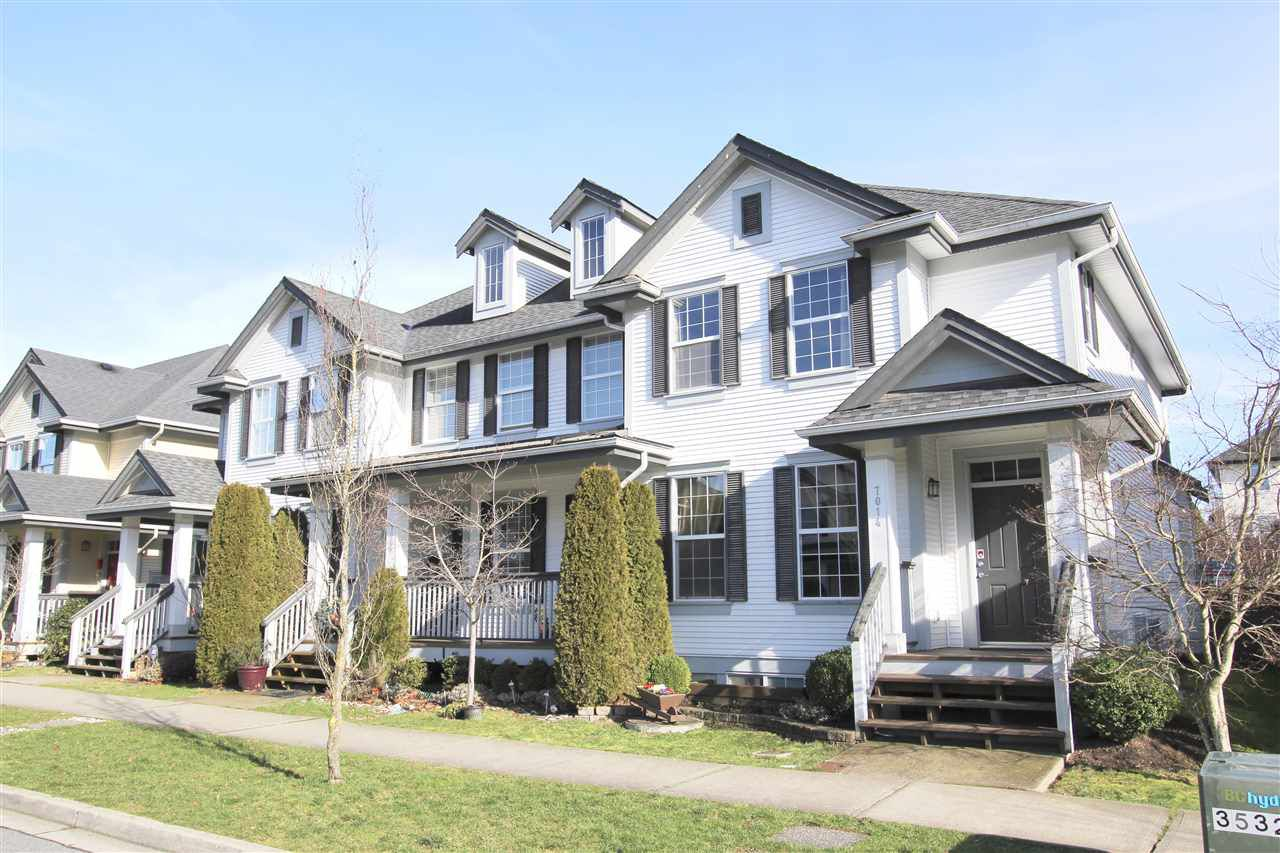 Main Photo: 7014 179A STREET in Surrey: Cloverdale BC Townhouse for sale (Cloverdale)  : MLS®# R2034379