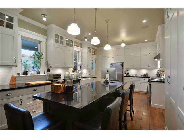 Main Photo: 461 E 10TH Avenue in Vancouver: Mount Pleasant VE House for sale (Vancouver East)  : MLS®# V977981