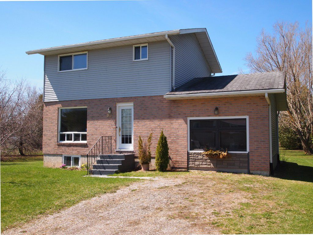 Photo 1: Photos: 40 Trent River Road in Kawartha Lakes: Freehold for sale : MLS®# X3475745