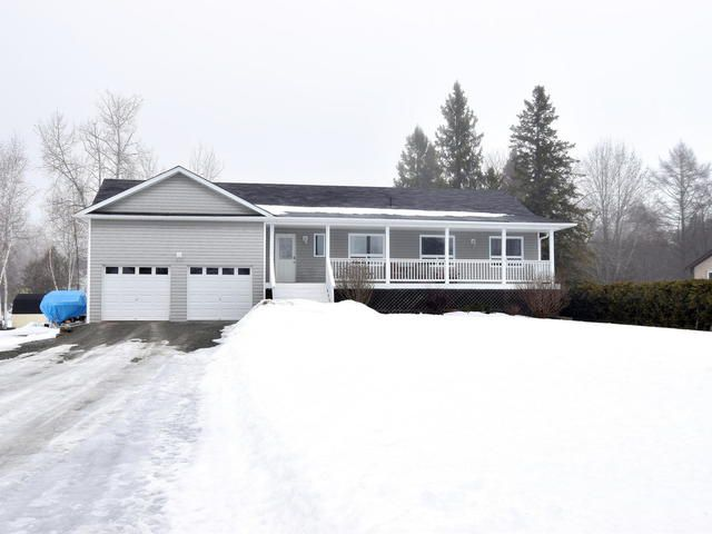 Main Photo: 36 Greenwood Crescent in Kawartha Lakes: Freehold for sale : MLS®# X3710966