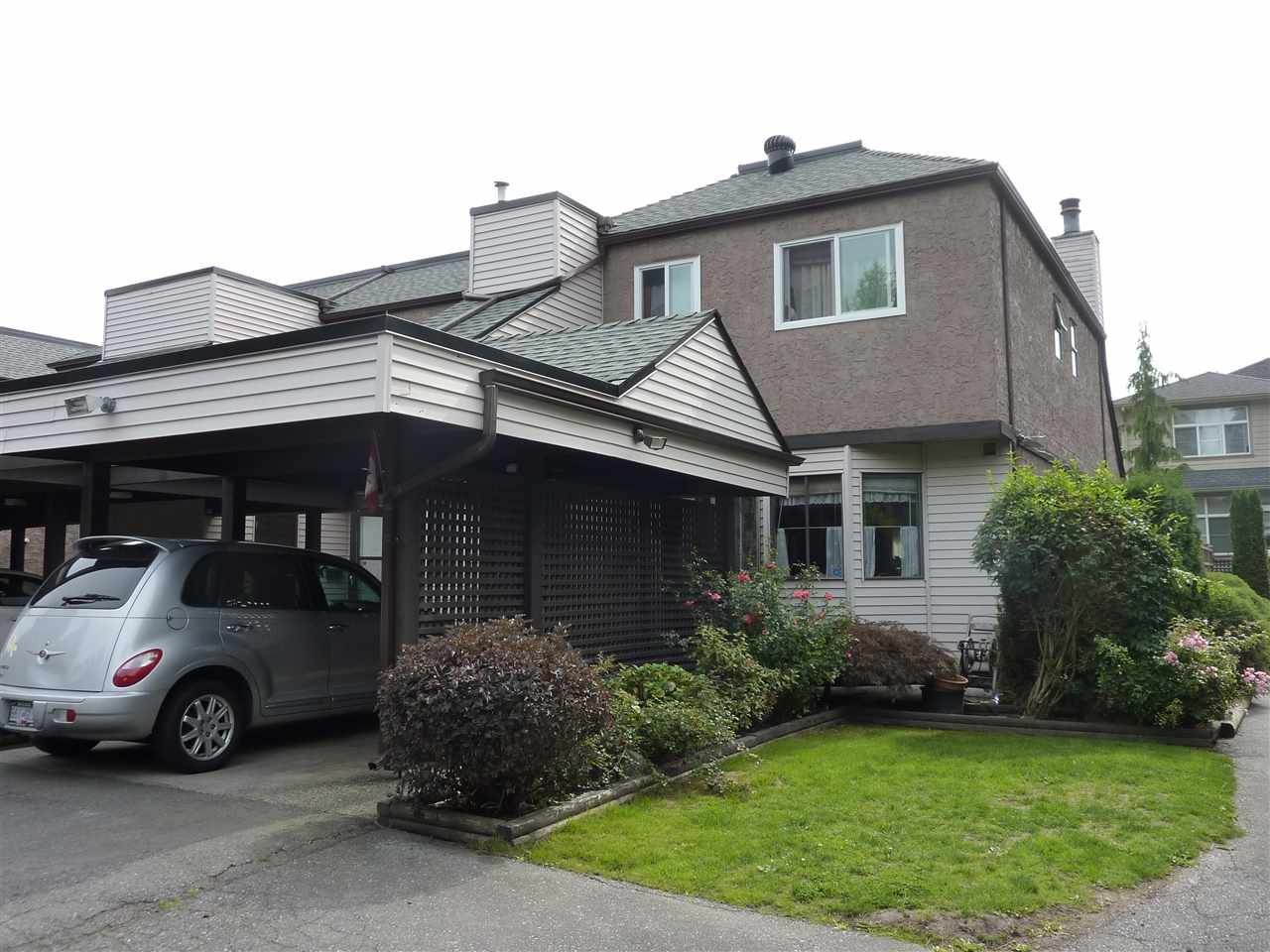 Main Photo: 36 7533 140 STREET in Surrey: East Newton Townhouse for sale : MLS®# R2001365