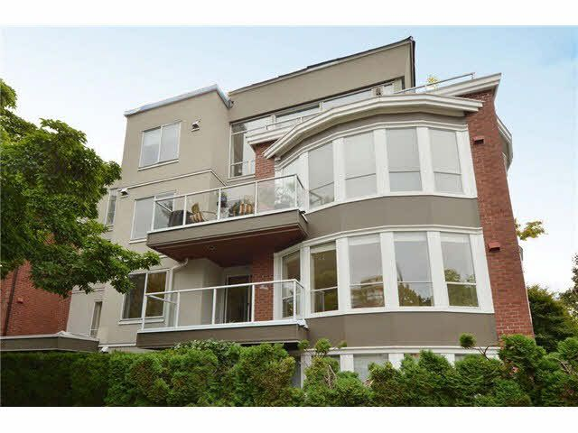 "Main Photo: 201 2288 W 12TH Avenue in Vancouver: Kitsilano Condo for sale in ""THE CONNAUGHT"" (Vancouver West)  : MLS®# V1084002"