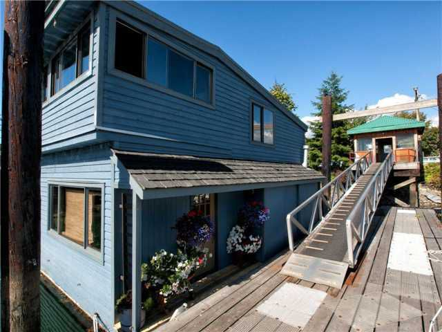 Main Photo: 1681 Columbia Street in North Vancouver: Lynnmour Condo for sale