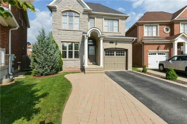 Main Photo: 424 Spring Blossom Cres in Oakville: Iroquois Ridge North Freehold for sale : MLS®# W4228081