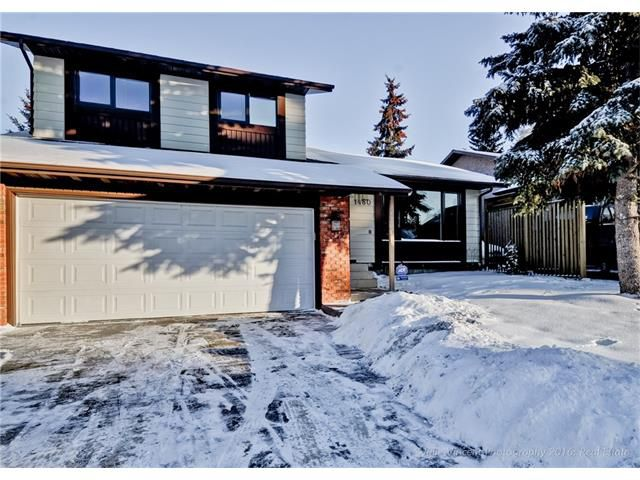 Main Photo: 1480 BERKLEY DR NW in Calgary: Beddington Heights House for sale : MLS®# C4044686