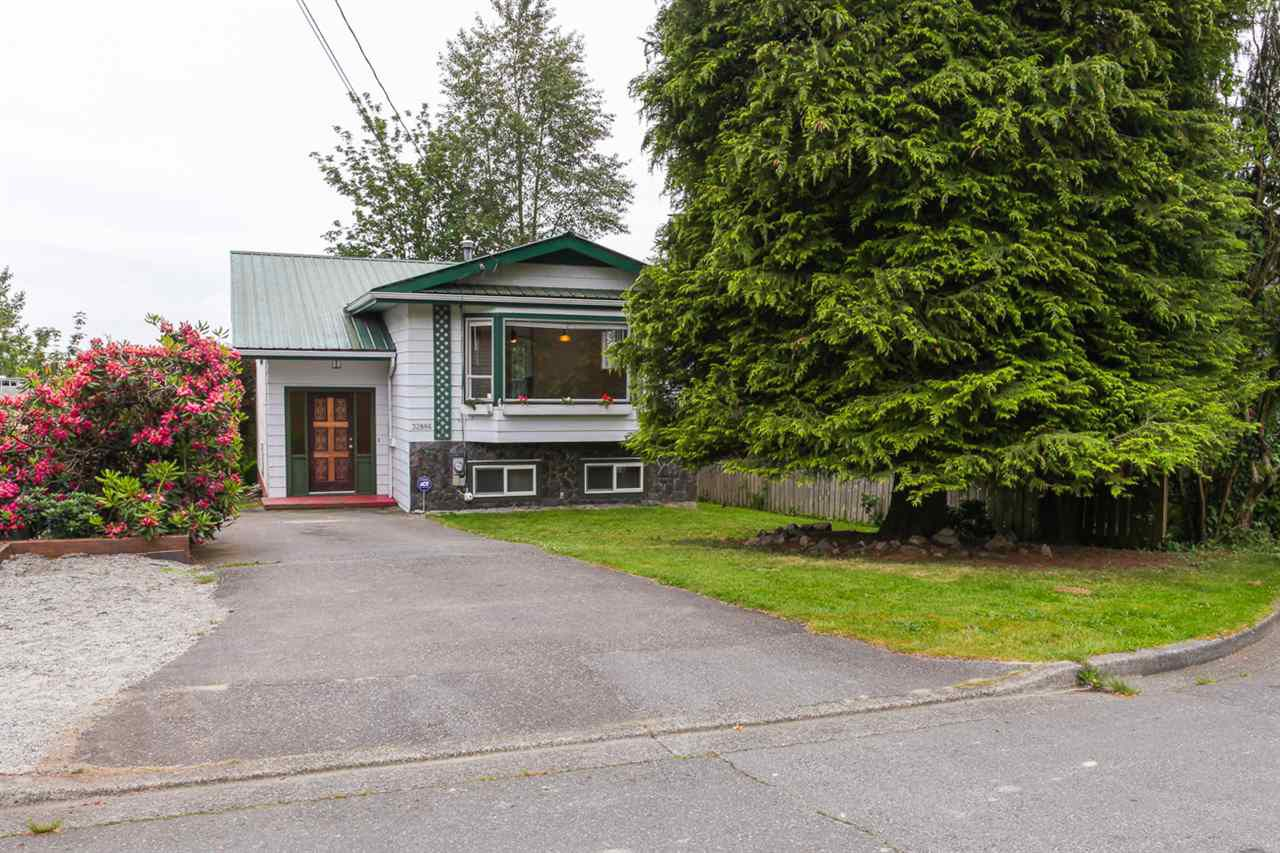 Main Photo: 32886 1ST AVENUE in Mission: Mission BC House for sale : MLS®# R2073993