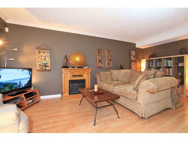 """Main Photo: 2042 PURCELL Way in North Vancouver: Lynnmour Townhouse for sale in """"Purcell Woods - Lynnmour"""" : MLS®# V962841"""