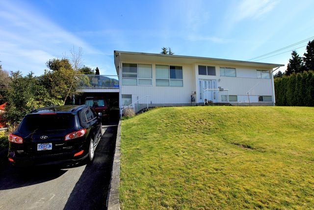 Main Photo: 572 Verona Place in North Vancouver: Upper Delbrook House for sale : MLS®# V945319