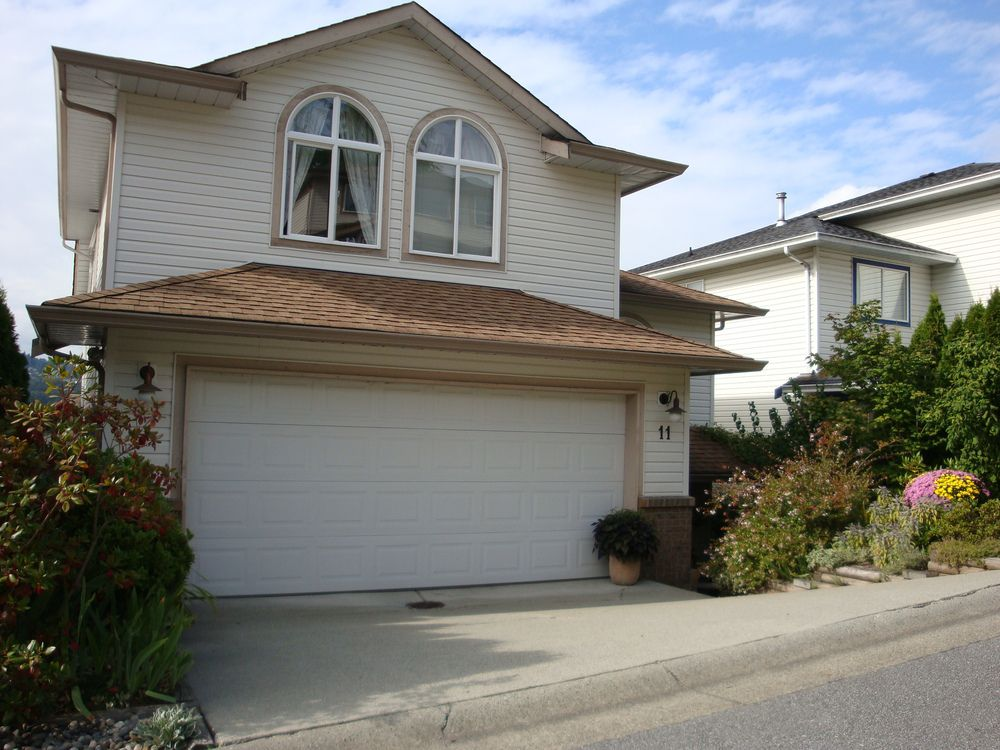 Main Photo: 11 1615 Shaughnessy Street in Port Coquitlam: Home for sale