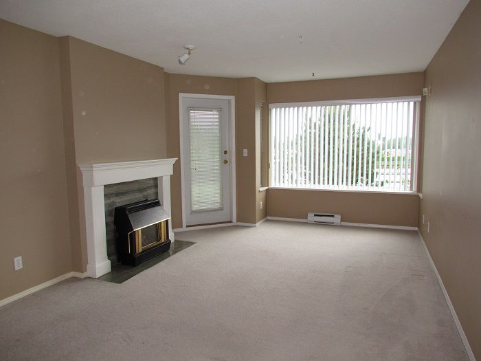 Main Photo: 306 33668 King Road in ABBOTSFORD: Condo for sale (Abbotsford)