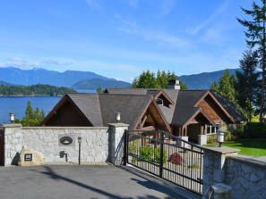 Main Photo: 89 Forbes Road in Gibsons: House for sale : MLS®# V1082433