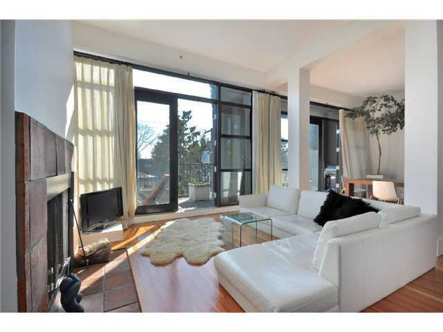 "Main Photo: 21 2156 W 12TH Avenue in Vancouver: Kitsilano Condo for sale in ""METRO"" (Vancouver West)  : MLS®# V937590"