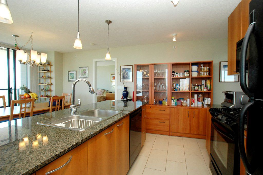 """Main Photo: #2303 7108 COLLIER Street in Burnaby: Highgate Condo for sale in """"ARCADIA WEST"""" (Burnaby South)  : MLS®# V962797"""