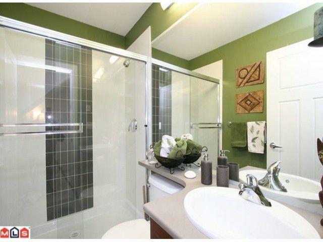 Main Photo: 66 15833 26 Avenue in Surrey: White Rock Condo for sale : MLS®# F1103281