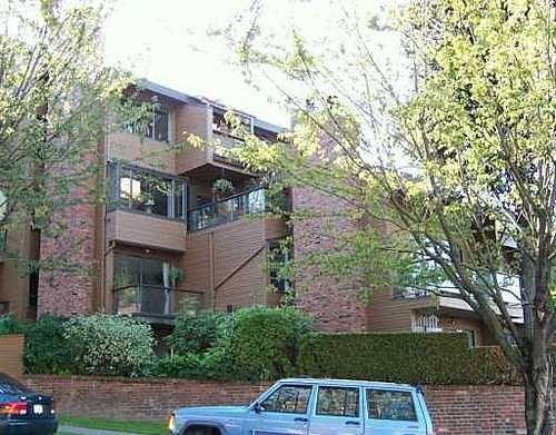 Main Photo: 203 2410 CORNWALL AV in Vancouver West: Home for sale : MLS®# V614404
