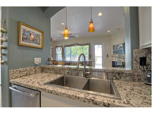 Photo 12: Photos: SCRIPPS RANCH Townhome for sale : 3 bedrooms : 11821 Miro Circle in San Diego