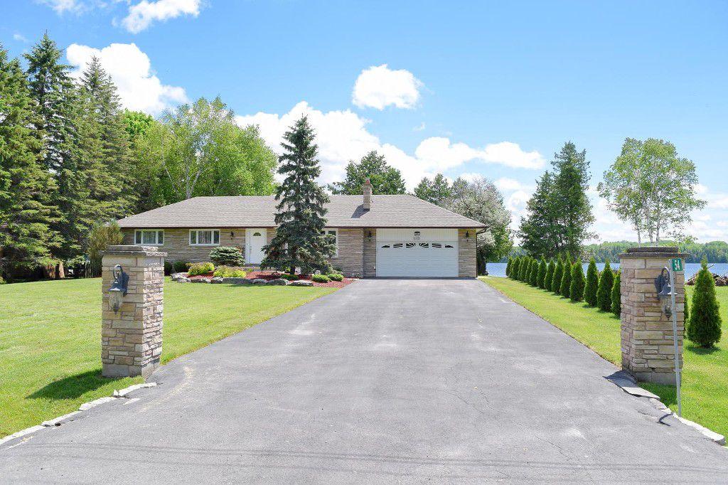 Main Photo: 54 Pinewood Blvd in Bolsover: Freehold for sale (Kawartha Lakes)  : MLS®# X3505615