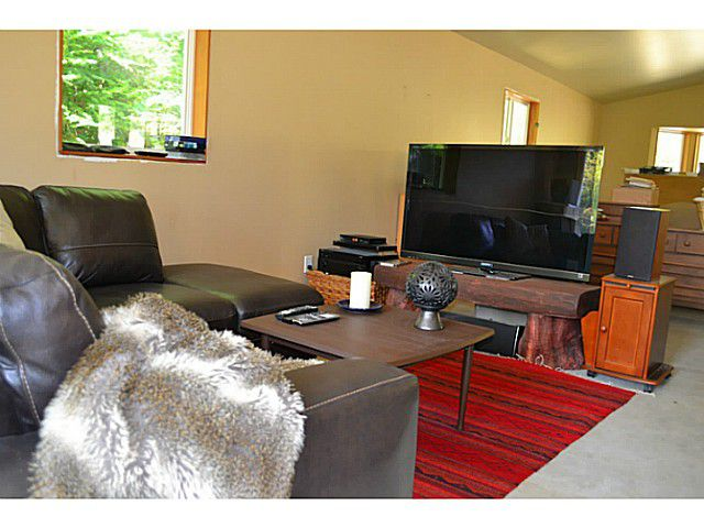 "Photo 12: Photos: 8020 REDROOFFS Road in Halfmoon Bay: Halfmn Bay Secret Cv Redroofs House for sale in ""REDROOFFS ROAD"" (Sunshine Coast)  : MLS®# V1014108"