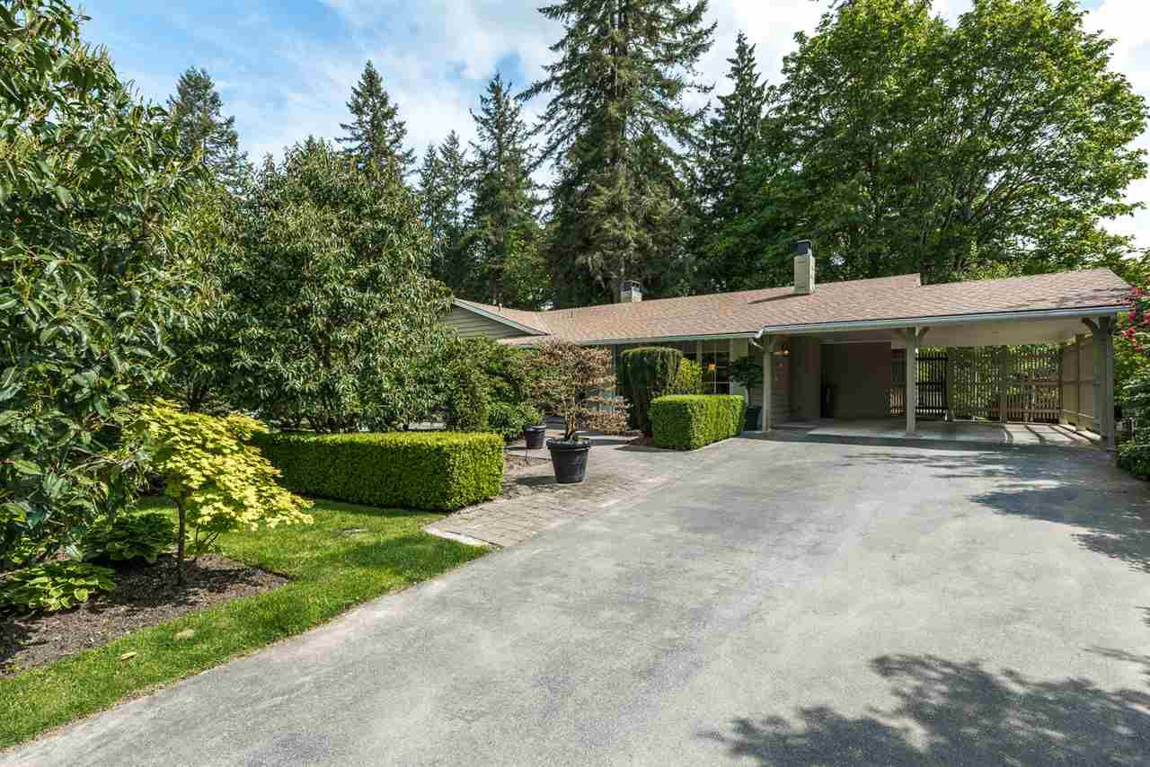 Main Photo: 925 SELKIRK CRESCENT in Coquitlam: Harbour Place House for sale : MLS®# R2064054