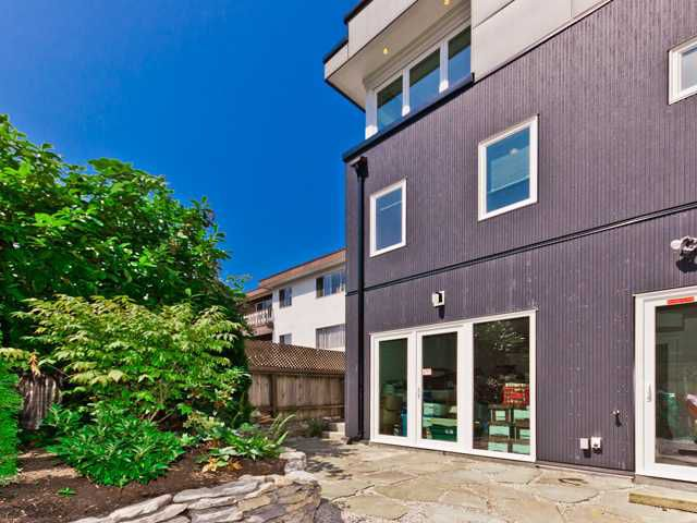"""Main Photo: 2246 W 8TH Avenue in Vancouver: Kitsilano Townhouse for sale in """"COACH HOUSE-DETACHED"""" (Vancouver West)  : MLS®# V964277"""