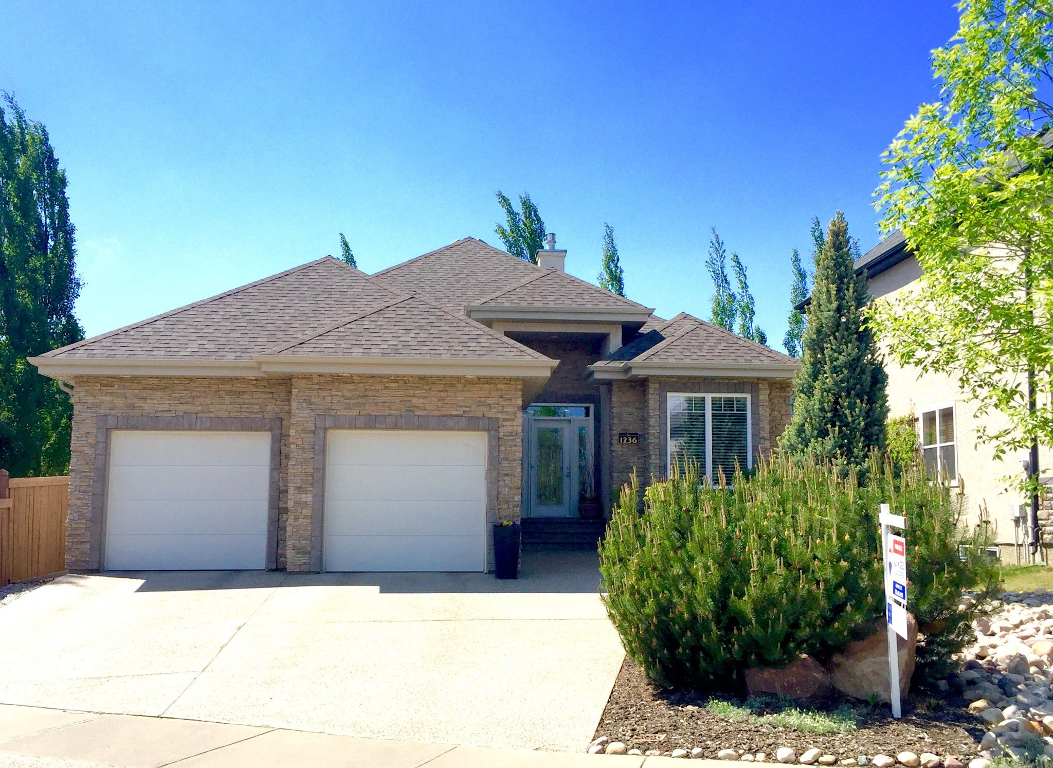 Main Photo: 1236 Hollands Close in EDMONTON: House for sale