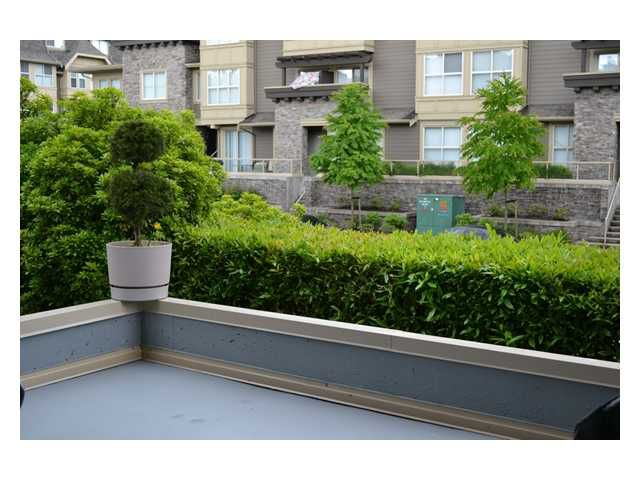 Main Photo: 106 2109 ROWLAND Street in Port Coquitlam: Central Pt Coquitlam Condo for sale : MLS®# V1009026