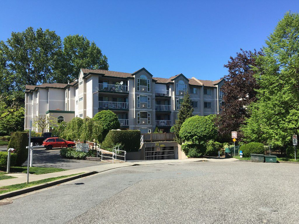 Main Photo: 204 2963 Nelson Place in Abbotsford: Central Abbotsford Condo for sale : MLS®# R2059886