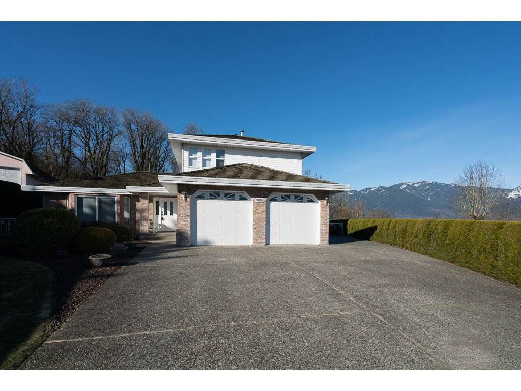 Main Photo: 8651 SUNRISE DRIVE in Chilliwack: Chilliwack Mountain House for sale : MLS®# R2135573