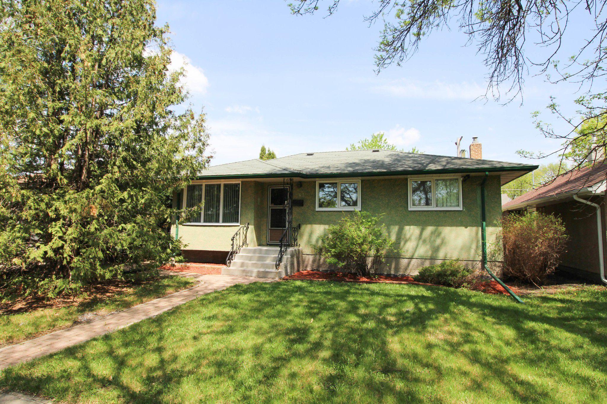 Main Photo: Great starter home for you in East Kildonan, Winnipeg!