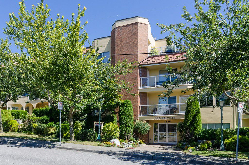 "Main Photo: 406 1280 FIR Street: White Rock Condo for sale in ""Oceana Villa"" (South Surrey White Rock)  : MLS®# F1418314"