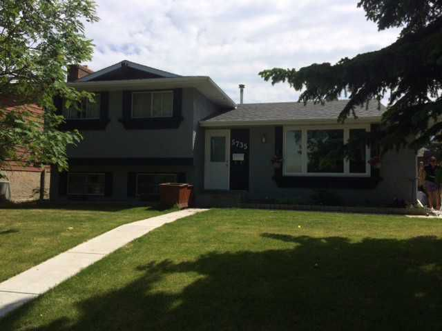 Main Photo: 5735 RUNDLEHORN Drive NE in CALGARY: Pineridge Residential Detached Single Family for sale (Calgary)  : MLS®# C3625179