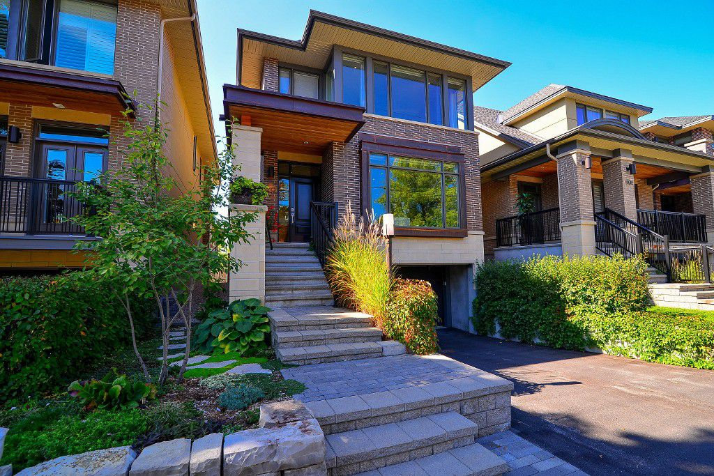 Main Photo: : House for sale : MLS®#  887388