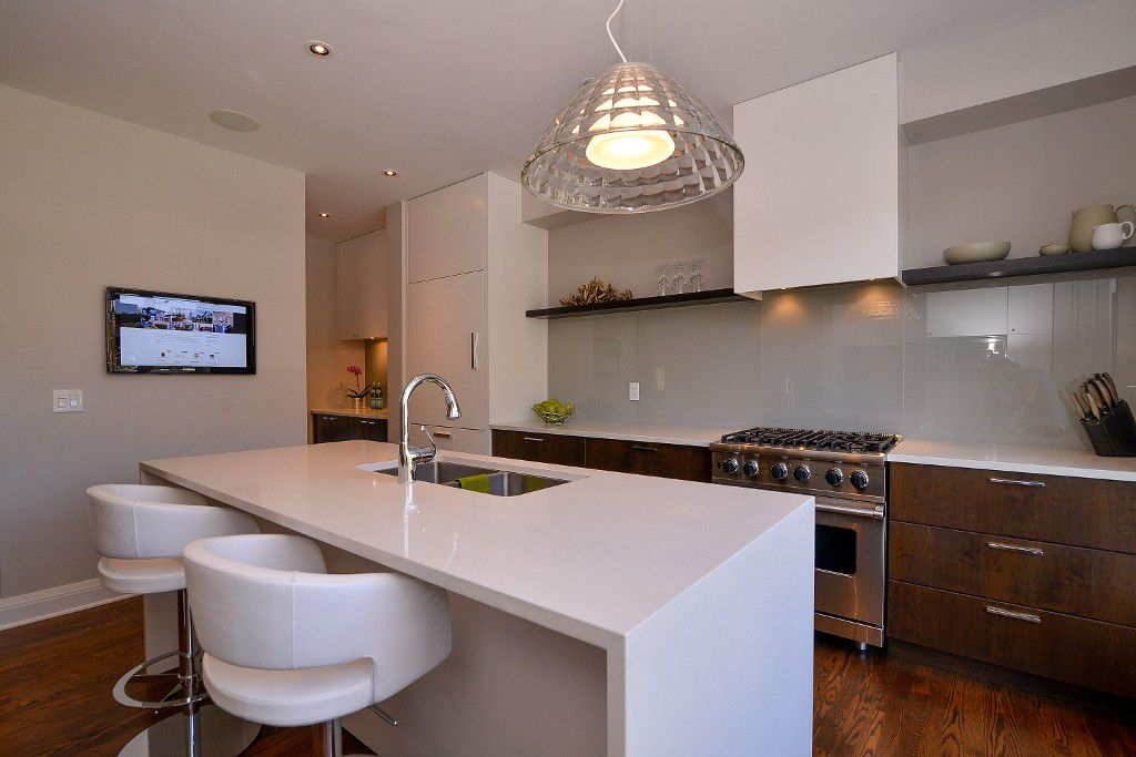Photo 8: Photos: : House for sale : MLS®#  887388