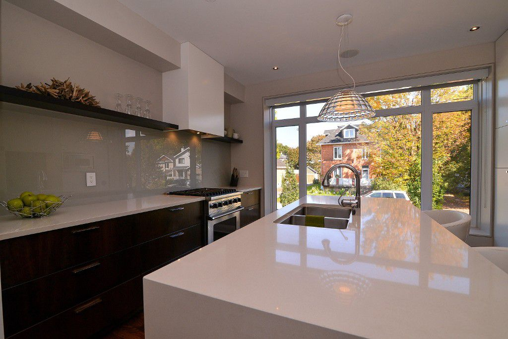 Photo 9: Photos: : House for sale : MLS®#  887388