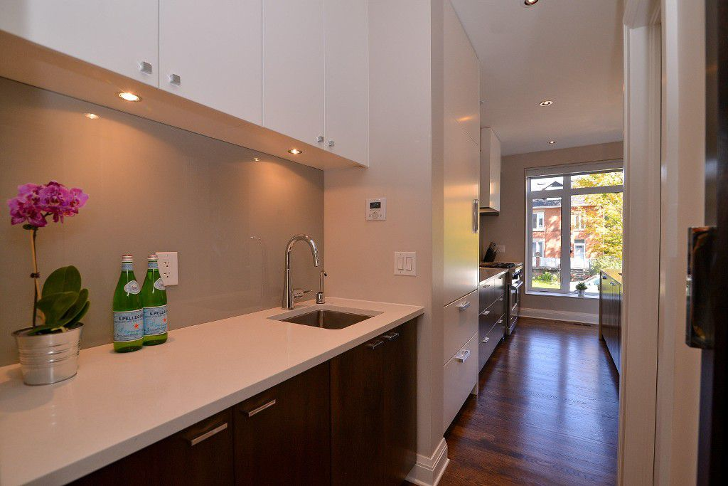 Photo 10: Photos: : House for sale : MLS®#  887388
