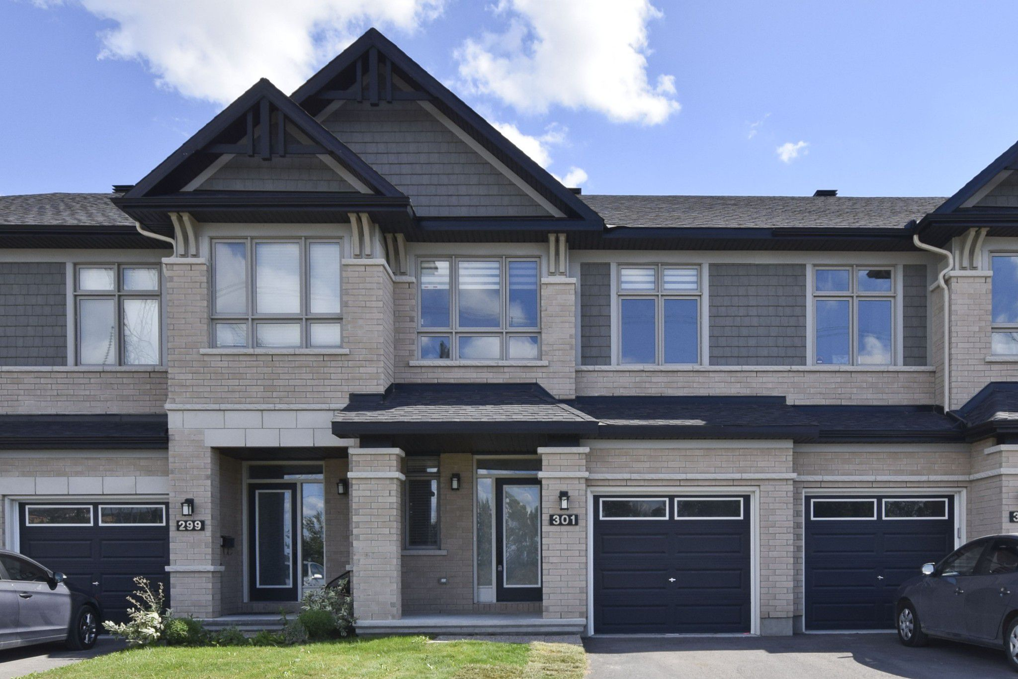 Main Photo: 301 Livery Street Stittsville Ottawa ON 255