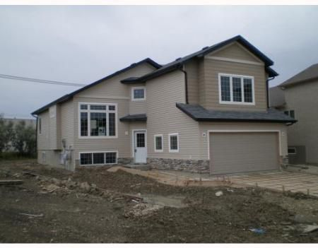 Main Photo: 22 ROBIN'S NEST: Residential for sale (Inkster Gardens)  : MLS®# 2715631
