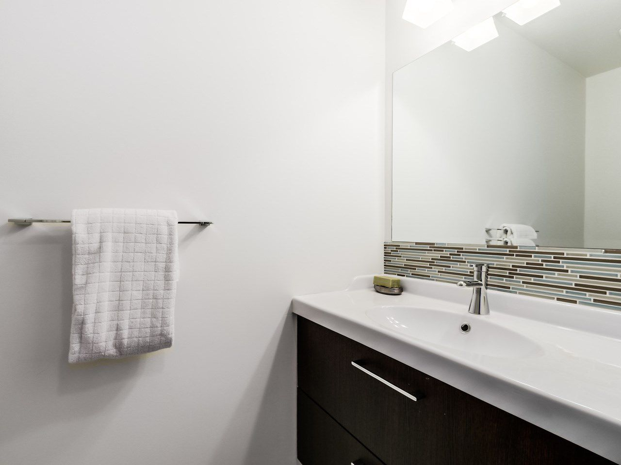 Photo 5: Photos: 2 269 E KEITH ROAD in North Vancouver: Lower Lonsdale House 1/2 Duplex for sale : MLS®# R2025742