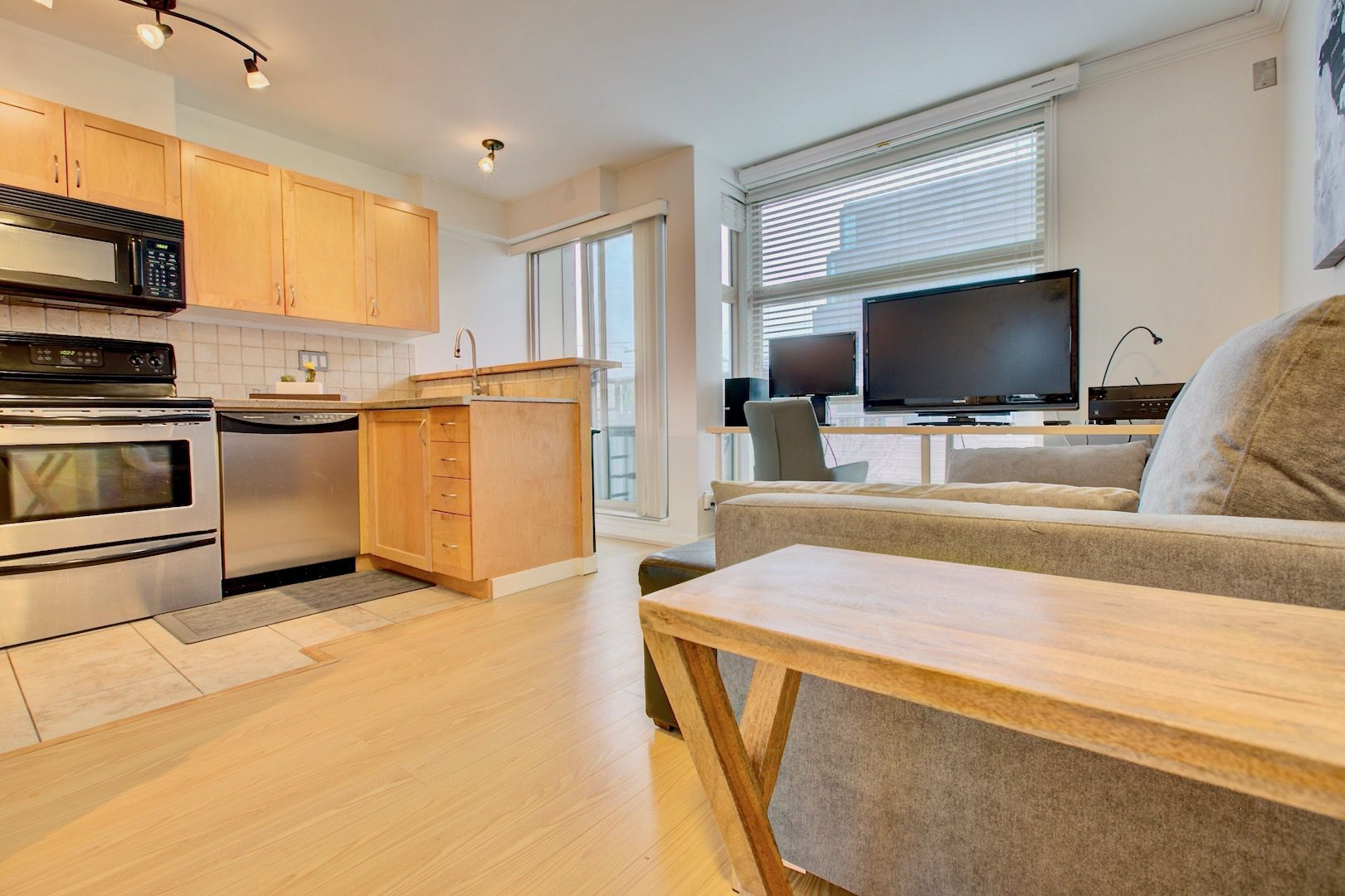Main Photo: 618 6 West Ave in Vancouver: Cambie Condo for lease (Vancouver West)
