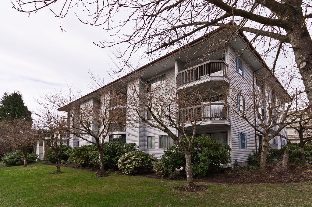 "Main Photo: 203 15290 THRIFT Avenue: White Rock Condo for sale in ""Windermere"" (South Surrey White Rock)  : MLS®# F1207531"
