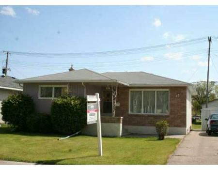 Main Photo: 42 ARROWWOOD: Residential for sale (Garden City)  : MLS®# 2909087