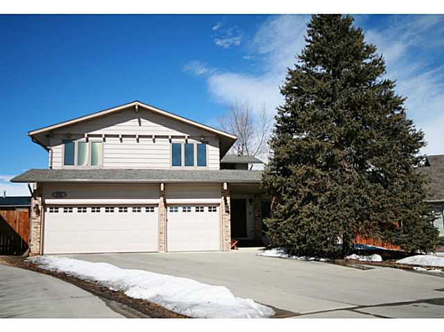 Welcome to 55 Lake Bonaventure Place.  One of the most quiet & coveted streets in Lake Bonavista Estates.