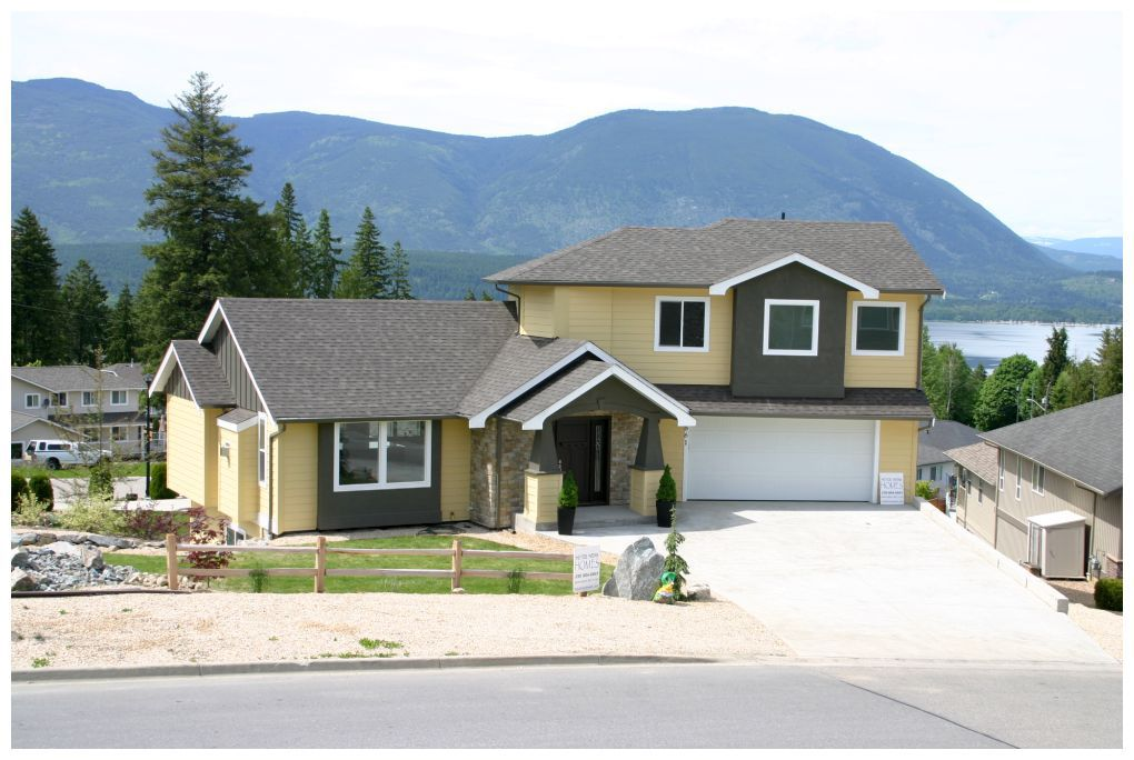 Main Photo: 861 Southeast 12 Street in Salmon Arm: Laurel Estates House for sale : MLS®# 10075945