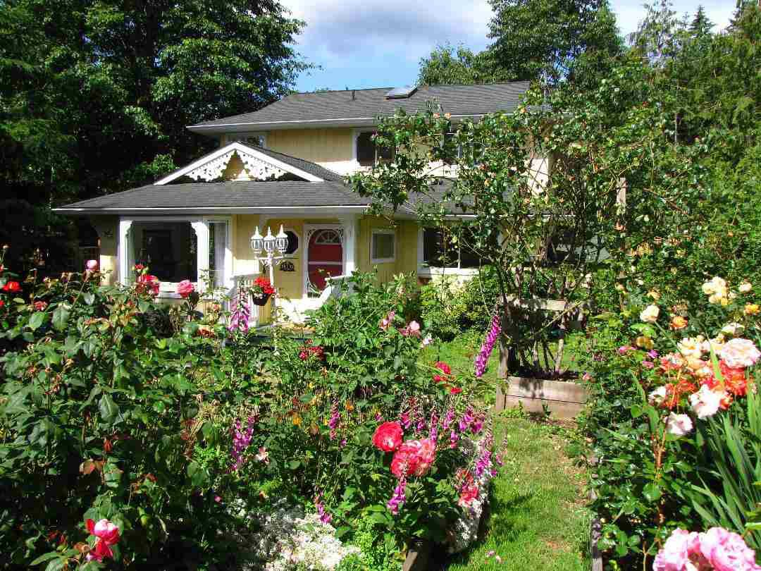 Main Photo: 1143 LENORA ROAD in : Bowen Island House for sale : MLS®# R2259922